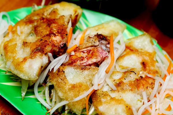 Bánh xèo mực hấp dẫn ở Nha Trang