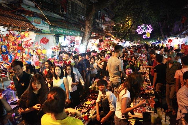 Chợ đêm phố cổ ở Hà Nội