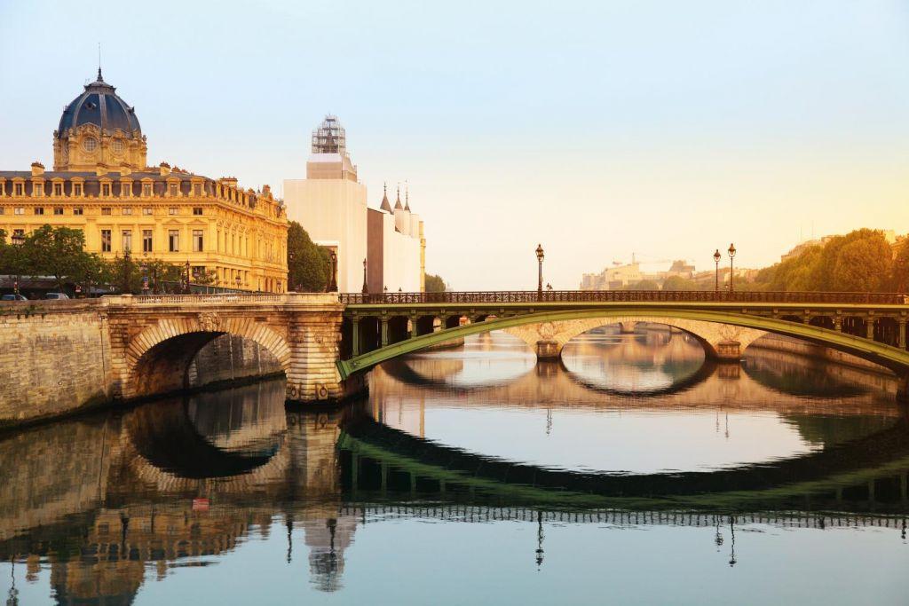 Vé máy bay khuyến mãi khám phá 3 nước Châu Âu xinh đẹp