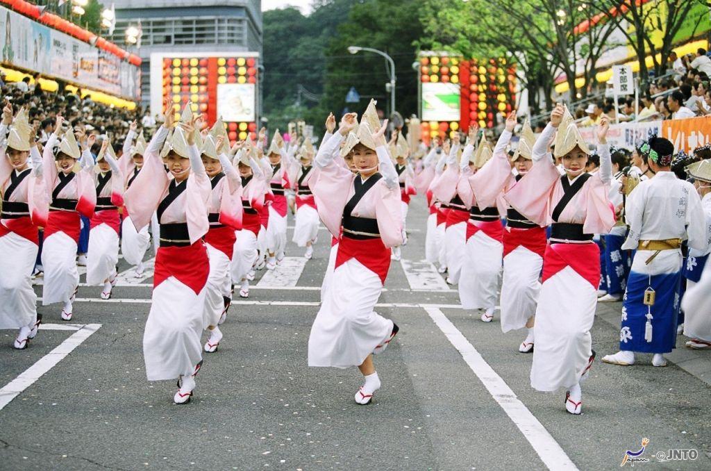 Tham gia lễ hội Awa Odori Matsuri