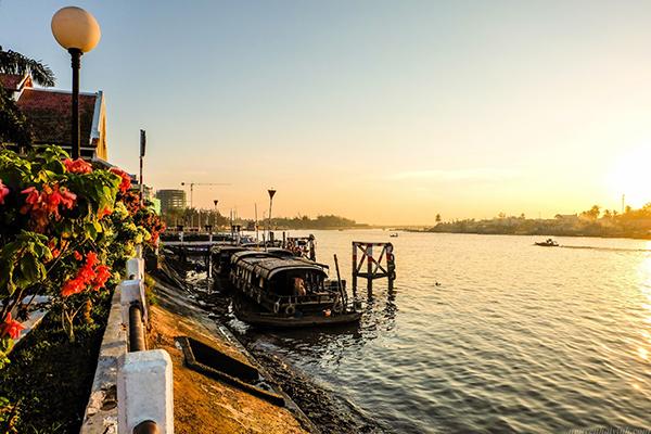 Nắng sớm tại bến Ninh Kiều
