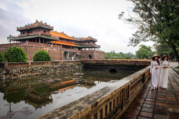 Tham quan kinh thành Huế