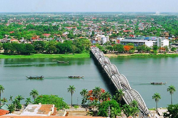 Tản mạn trên sông Hương
