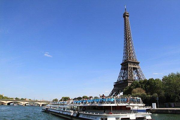 Vé máy bay đi Pháp giá rẻ chỉ từ 305 USD/chiều